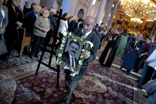Sevilen sanatçı Raffi Emeksiz toprağa verildi