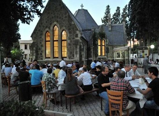 Buca Protestan Kilisesi'nde iftar sofrası