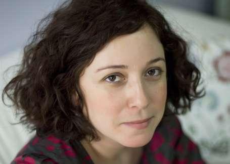 'Toplumdaki şiddete dikkat çekmek için edebiyat yapıyorum'