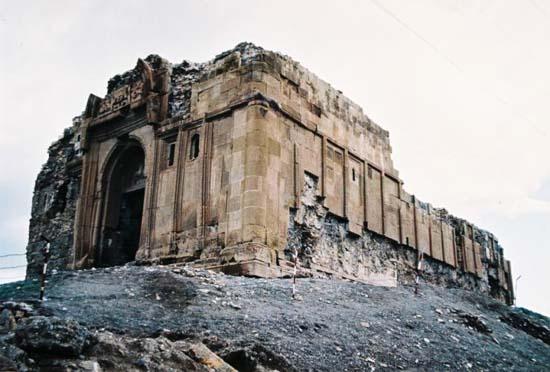 Karakol ablukasından kurtulan Aziz Bartholomeus Manastırı restorasyon bekliyor
