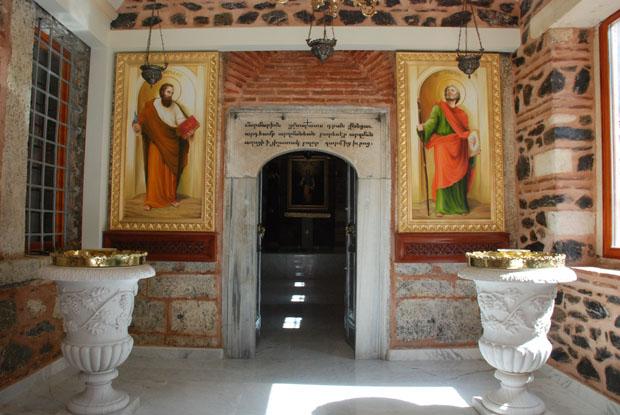 Yenilenen Ortaköy Kilisesi takdis ediliyor