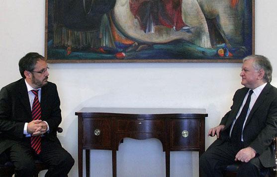Ermenistan Dışişleri Bakanı Nalbandyan, İspanya Senatosu üyesini kabul etti