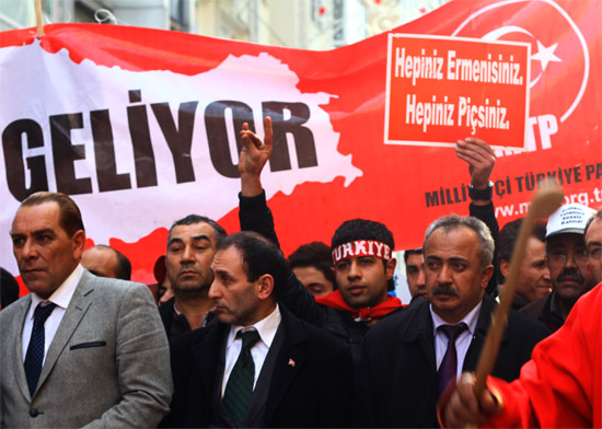 Taksim'deki pankartlara Meclis'ten tepki