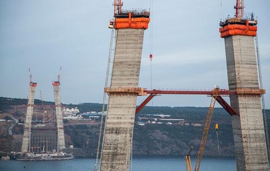 İşçiler 3. Köprü inşaatını durdurdu