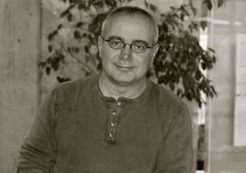 """Haller durağı // Murat Paker röportajı: """"Siyah-beyaz insan çok, bize griler ve renkler lazım"""""""