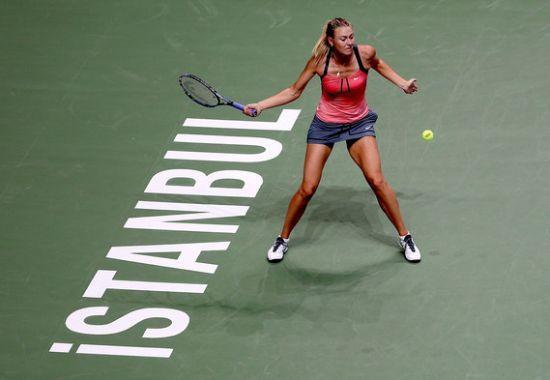 Kvitova çekildi, Williams raketini kırdı, Sharapova 2'de 2 yaptı