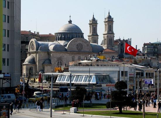 Yalçın Bayer'den yeni polemik: Taksim camisini Surp Agop'un arazisine yapalım