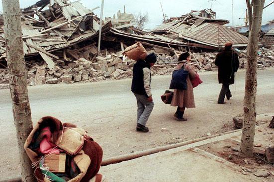 Bir bienal depremin yıkıntılarını süpürebilir mi?