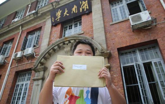 Çin'de 'eşcinsellik dönüşüm terapisi'nin sonunu bir dava getirebilir