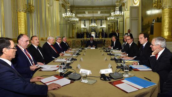 Sarkisyan ve Aliyev Paris'te görüştü