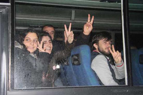 Tutuklu gazetecilerin sayısı 100'ü geçti