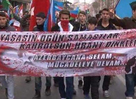Agos önünde 'Yaşasın Ogün Samastlar' pankartı!