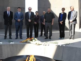 Almanya Meclis Başkan Yardımcısı Soykırım Kurbanları Anıtı'nı ziyaret etti