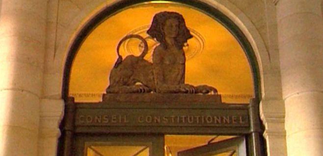 Fransız Anayasa Konseyi'nden 3 kişi çekildi