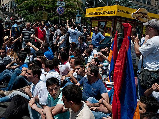 Ermenistan'da zam krizi kapıda