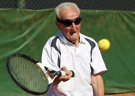 En yaşlı tenisçi: Artin Elmayan