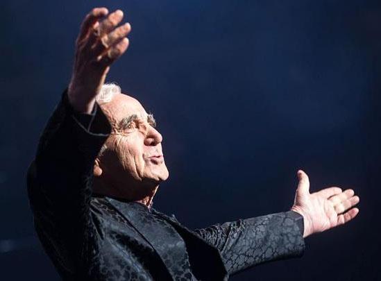 Charles Aznavour müziğiyle hayranlarını kutsadı