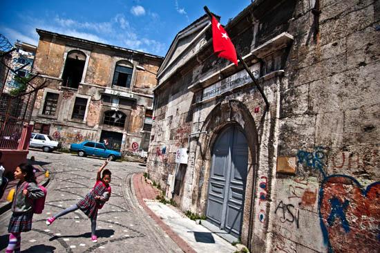 Baronyan'ın  mahallelerinde bugünün İstanbul'uyla gezinti