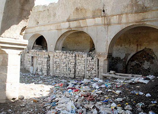 Tarihi Ermeni kilisesi çöplük haline geldi