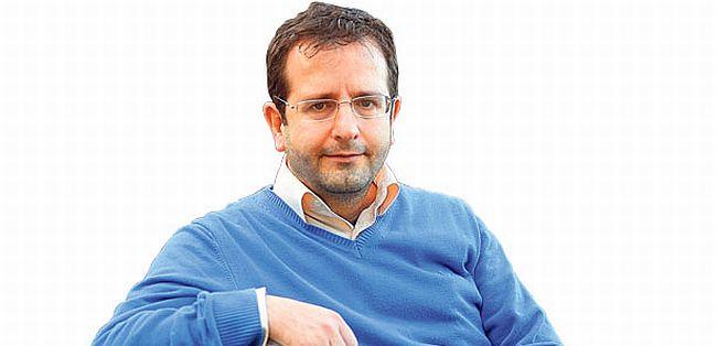 Berat Özipek: 'Türk yalanına sessiz kalma!'