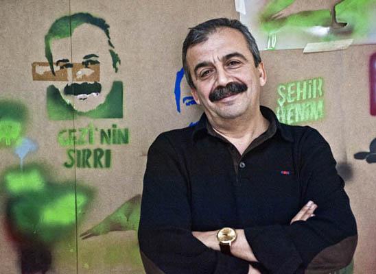 Berge Arabian: Hâlâ umut olduğuna ikna edercesine gülümsedi