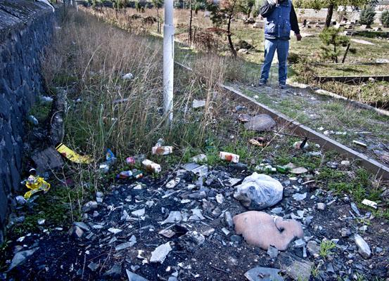 Diyarbakır mezarlığındaki çöpler