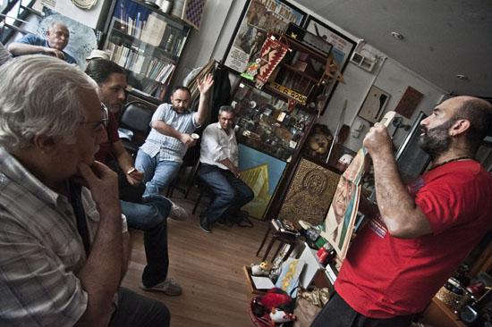 Tophane'de çaylı simitli halk mezatı açıldı
