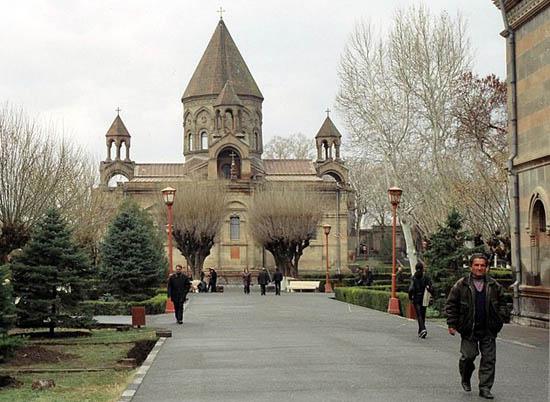 Eçmiadzin İslam'a hakaret içeren filmi kınadı