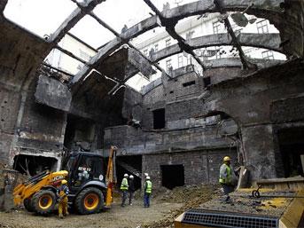 'Emek Sineması'nda inşaatçılar değil restoratörler çalışıyor'