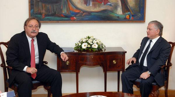Üç dışişleri bakanı Ermenistan'daydı