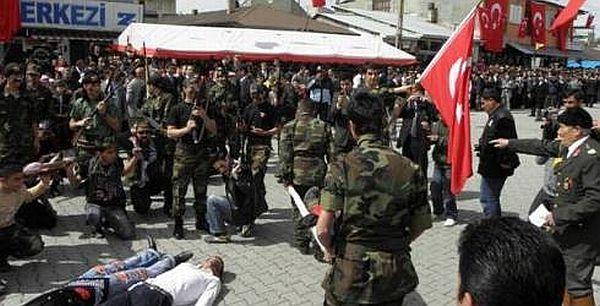 Ermeni askeri canlandıran belediye işçisi ağır yaralandı