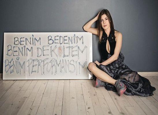 Güzel ve ifadesi özgür ülkemin 'dekolte sorunu'