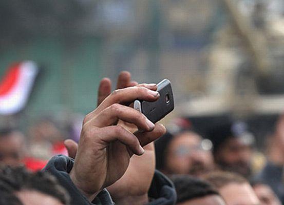 Sosyal medya devrimleri bağımsız ağını arıyor