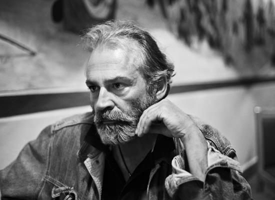 'Aslolan tiyatronun özgürlüğünü savunmaktır'