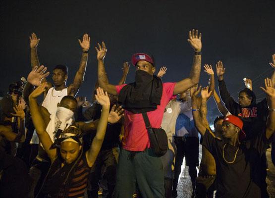 Ferguson'da siyah genci öldüren polis yargılanmadı, eylemler başladı