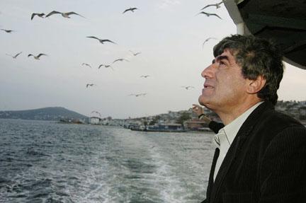 """Hrant Dink yazılarının sanatçılar tarafından sesli okuması; """"Tililili"""""""