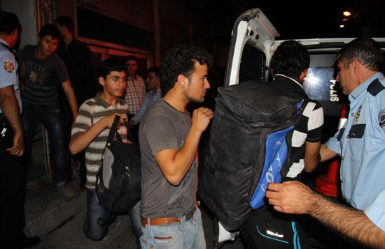 Mültecilere karşı  'nefret' giderek büyüyor