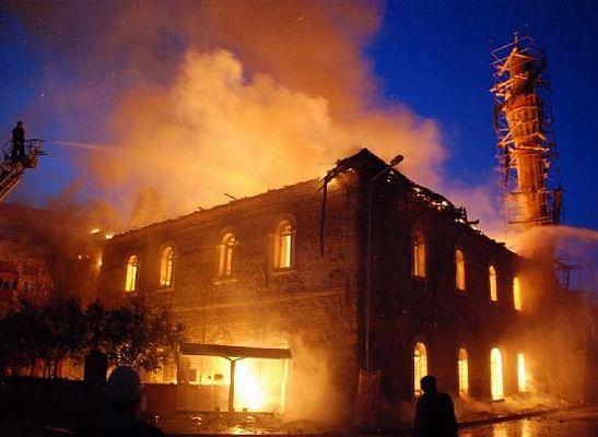 Tarihi Karacabey Ulu Camii'nde yangın