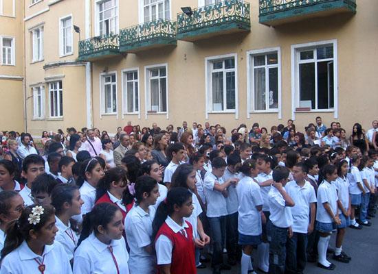 Karagözyan'da 'İslamiyeti yayma' kavgası!