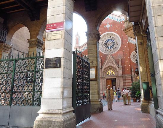 İstanbul'un dert ortağı St. Antuan