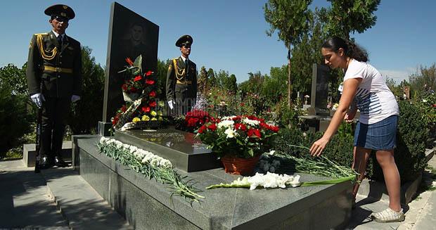 Seferov'un kurbanı Margaryan mezarı başında anıldı