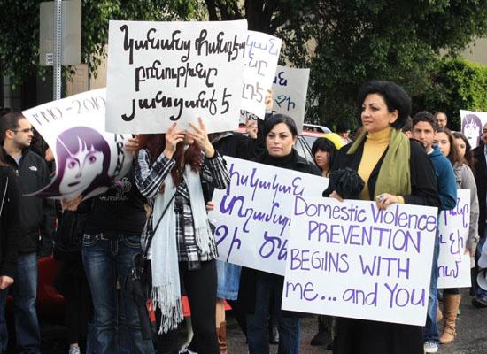 Ermenistan'da kadınlar ayakta