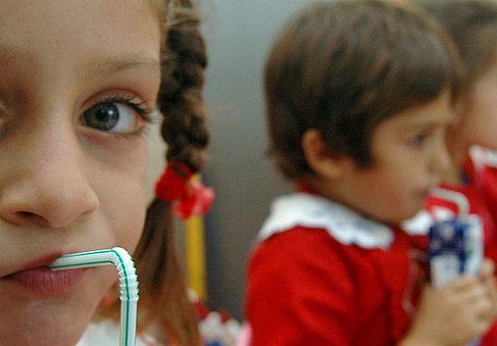 Azınlık okullarına da süt dağıtılacak