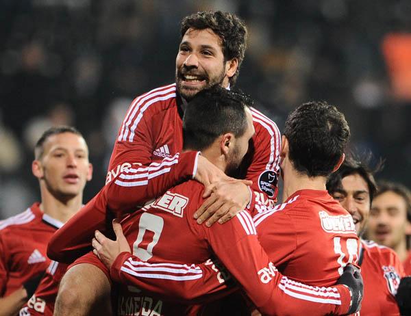 Futbolun ilahları Beşiktaş'ın galibiyetsiz vedasına razı olmadı