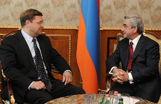 Rus yetkili Ermenistanla ilişkileri güçlendirmek üzere Sarkisyan'la görüştü