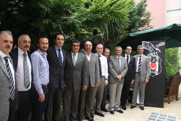 Serdal Adalı Beşiktaşlı Ermenilerle bir araya geldi