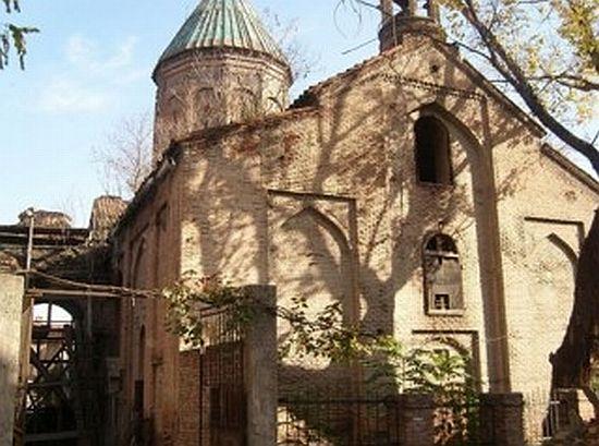 Tiflis'teki Surp Nışan Kilisesi yeniden inşa ediliyor