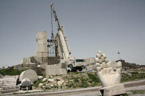İnsanlık yıkıldı, yerine Cezayir anıtı dikilecek