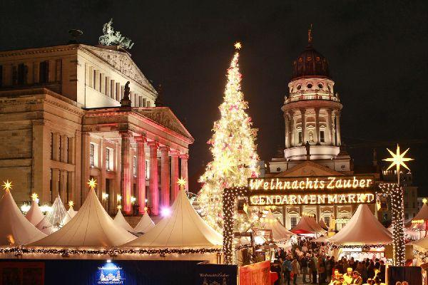 Berlin'de noel ışıl ışıldı