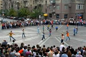 Yerevan 'Flash mob'u çok sevdi